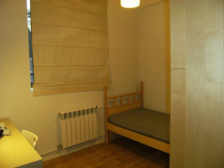 Cozy Room located in the popular Student District of Madrid, Moncloa.