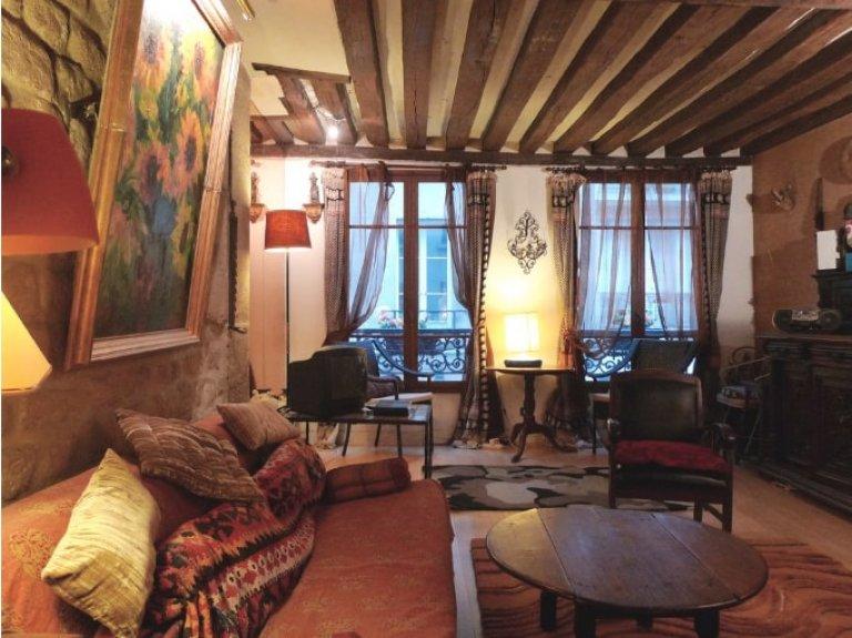 Elegant 3-bedroom apartment for rent in 3rd arrondissement
