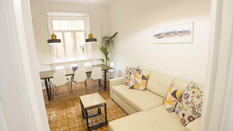4-pokojowe mieszkanie do wynajęcia w Santo António, Lisboa