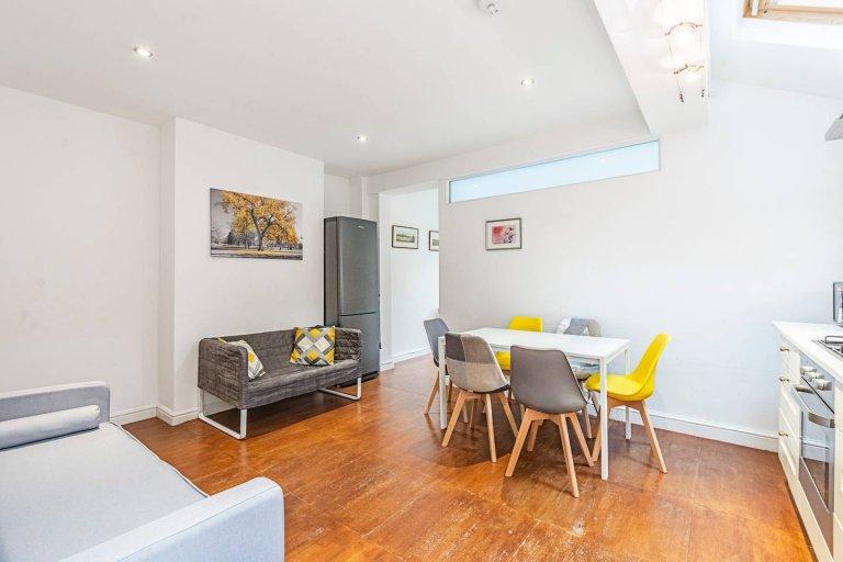 Apartamento de 3 quartos para alugar em Shepherd's Bush, Londres