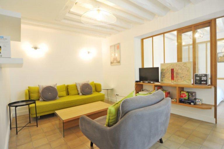 Sunny 3-bedroom apartment for rent in 3rd arrondissement