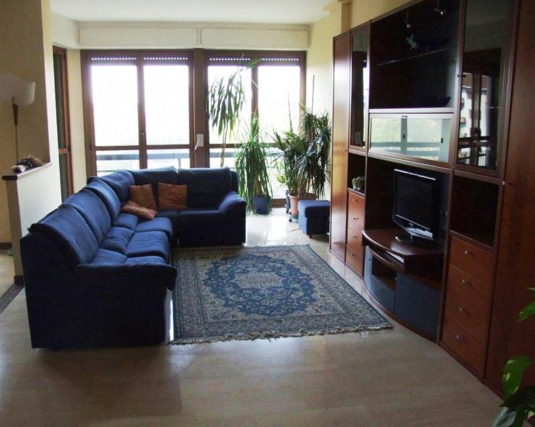 Habitaciones centrales en alquiler en apartamento en Piazza Napoli, Milán