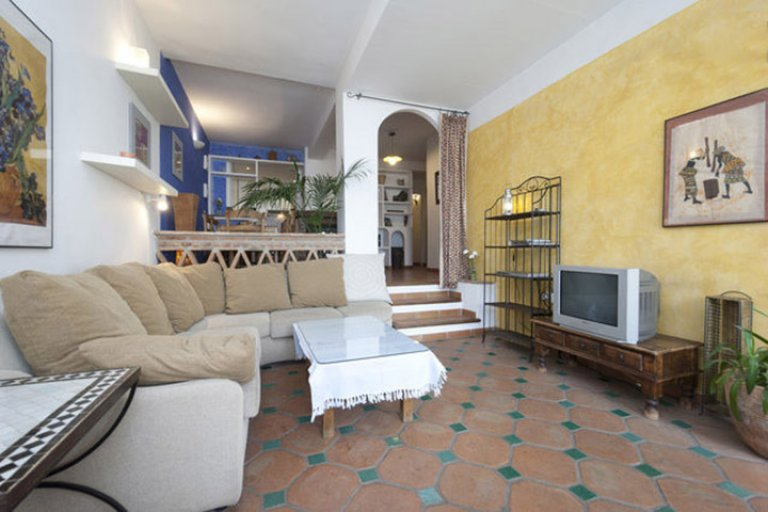 Fantastic 3-bedroom apartment with fireplace for rent in Albaicín