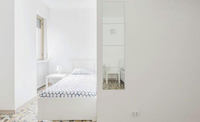 Cama en alquiler en habitación compartida en piso en Vigentino.