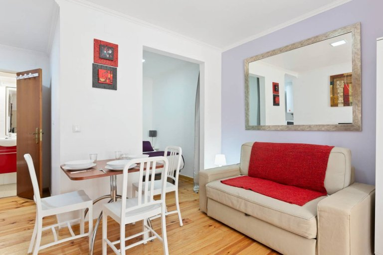 Bright studio apartment for rent in Martim Moniz, Lisbon