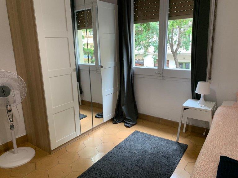 Barselona'da ortak dairede oda
