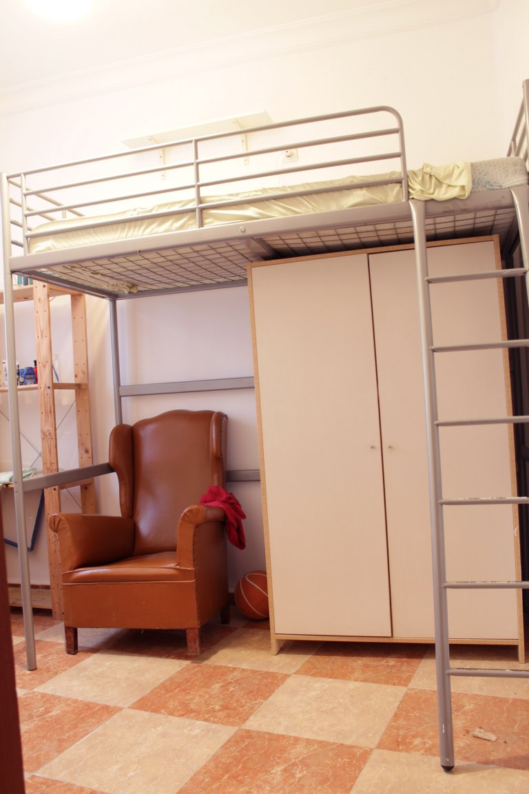 Furnished room in 6-bedroom apartment La Macarena, Seville