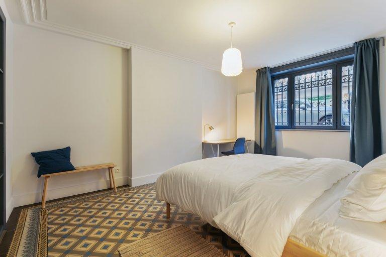 Brüksel, Ixelles'deki 10 yatak odalı evde geniş oda