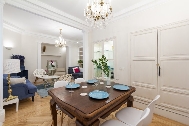 Whole 4 bedrooms apartment in Madrid