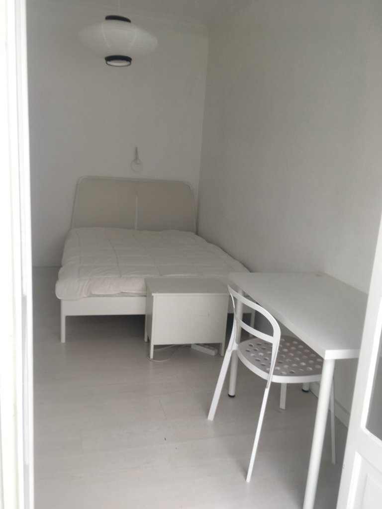 Wygodny pokój do wynajęcia w apartamencie z 3 sypialniami w Lizbonie.