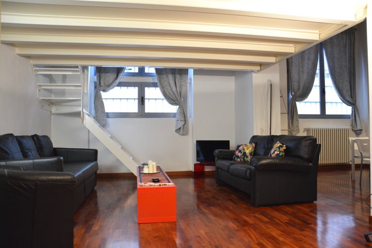 Apartamento de 2 dormitorios en alquiler en Zona Farini, Milán