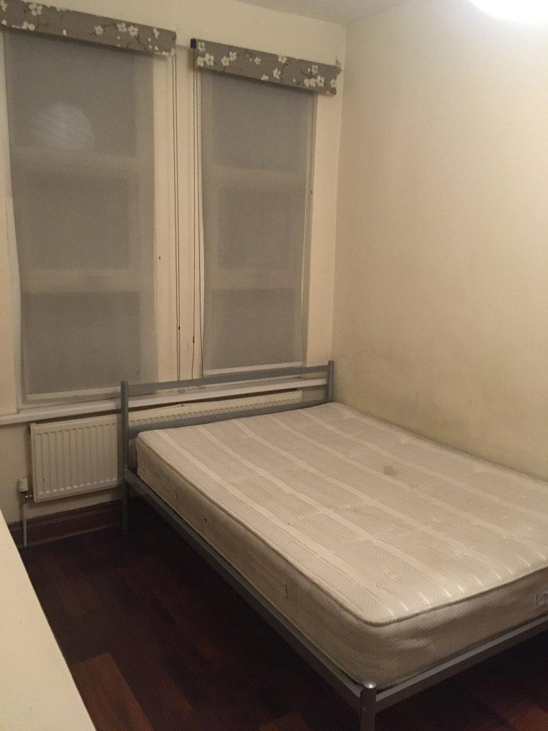 Pokój we wspólnym mieszkaniu w Londynie