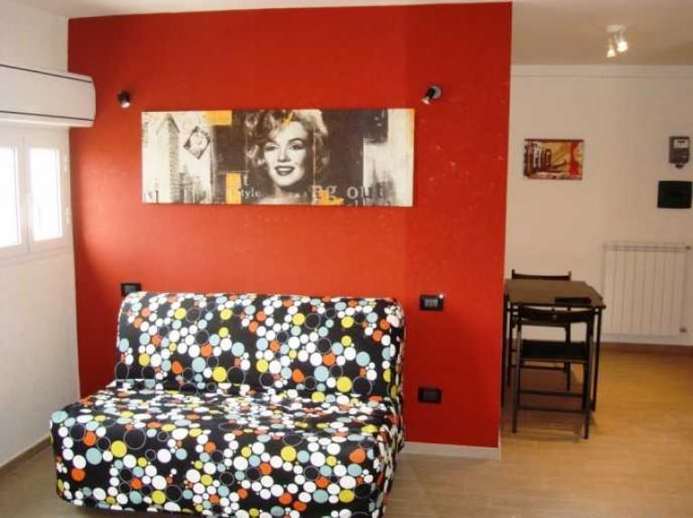 Luminoso appartamento con 1 camera da letto in affitto a Ostia, Roma