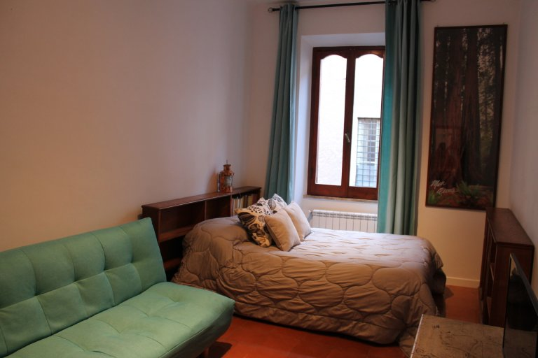 Studio apartment for rent in Trastevere, Rome