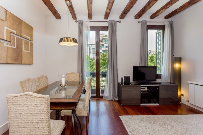 Elegancki 3-pokojowy apartament do wynajęcia w Eixample Esquerra