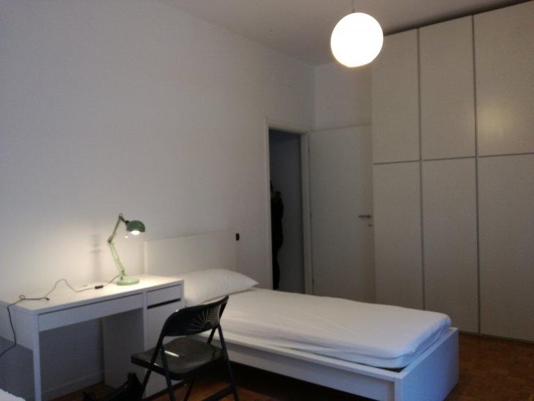 Cama en alquiler en habitación en apartamento, Sesto San Giovanni, Milán