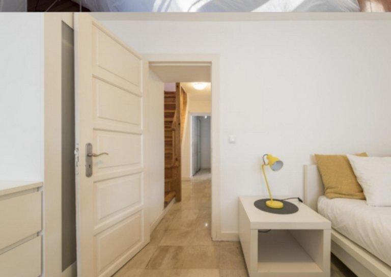 Gemütliches Zimmer zur Miete in 5-Zimmer-Wohnung in Campolide