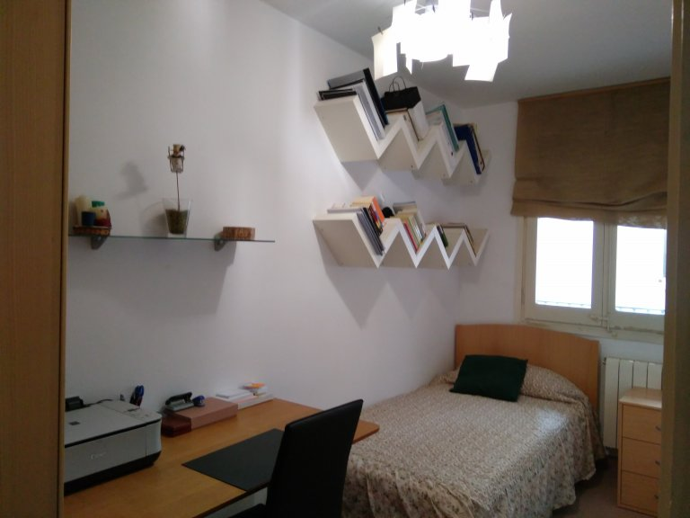 Room in shared apartment in Barcelona