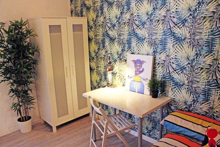 Gemütliches Doppelschlafzimmer zur Miete in Lavapiés, Madrid