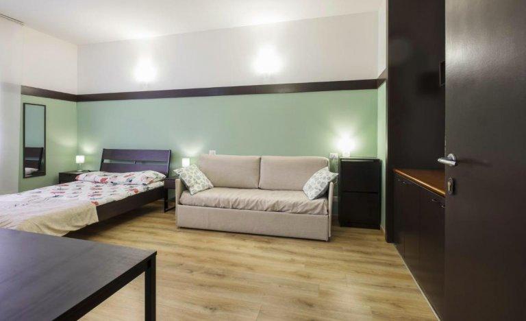 Sofá-cama para alugar em apartamento de 2 quartos em Milão Centro