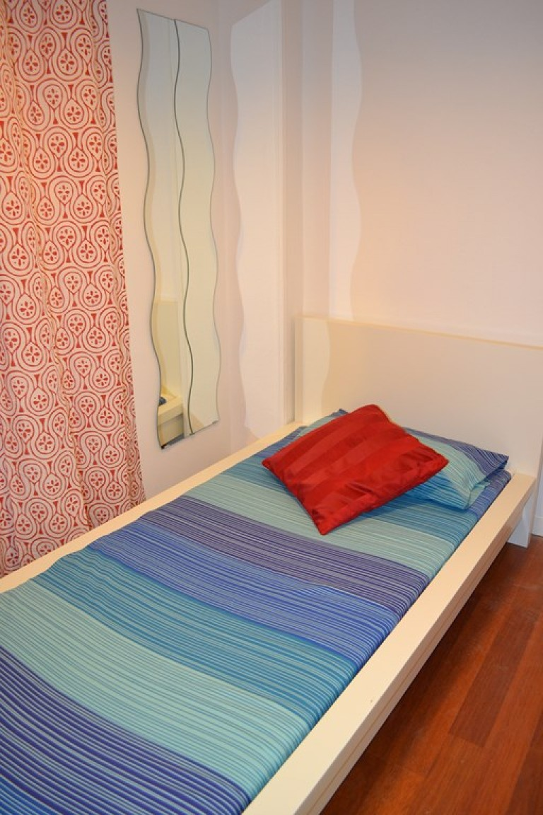 Room 5 single bed