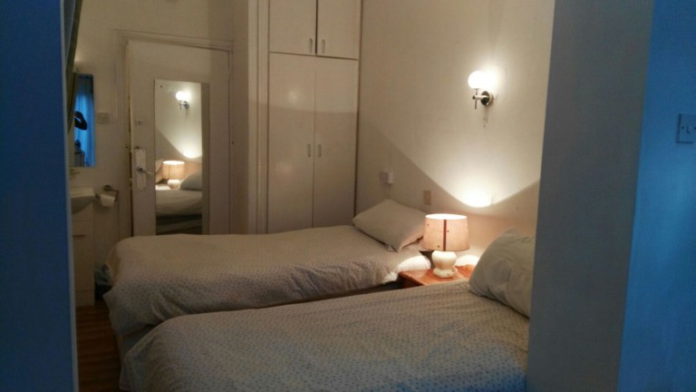 Bedroom 10 with 2 single beds