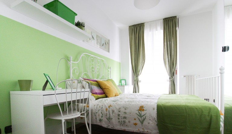 Double Bed in 5 Rooms for rent in modern apartment with balcony in Bovisa area