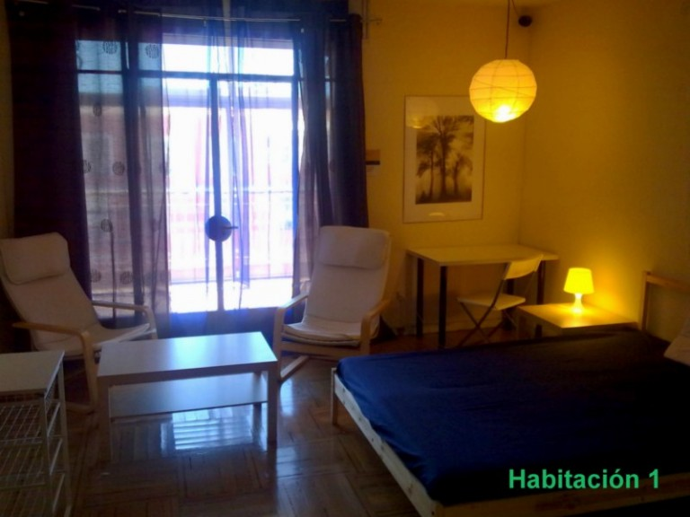 Double Bed in 8 Bedrooms for rent in Almagro, close to metro stops
