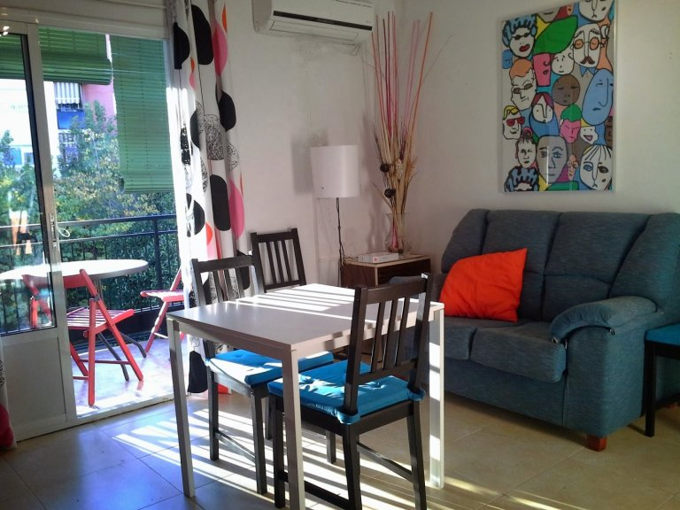 Cozy 3-bedroom apartment with balcony for rent in Triana
