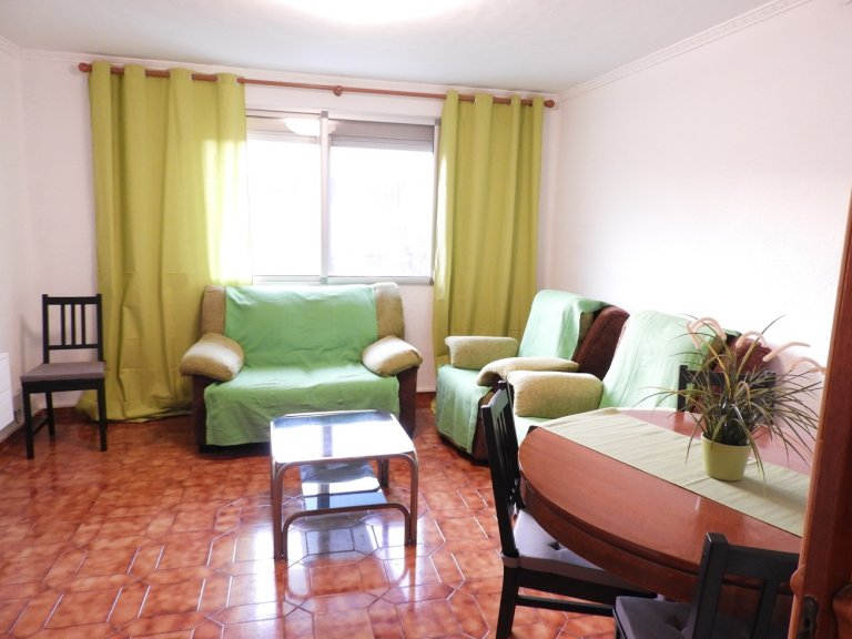 3-bedroom apartment for rent in Poblats Marítims, Valencia.