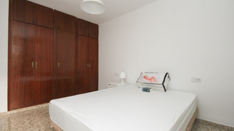 Double Bed in Spacious rooms for rent in bright 5-bedroom apartment in Ronda