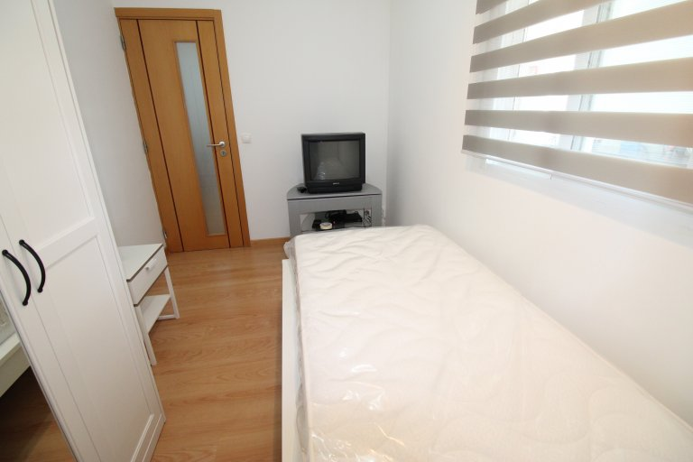 Room for rent in 2-bedroom apartment in Olivais, Lisbon