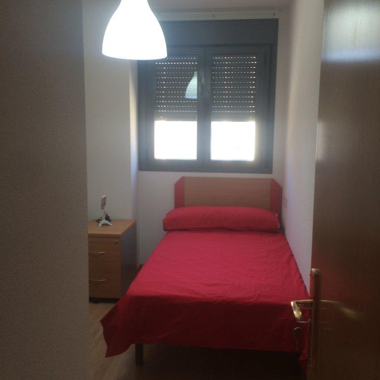 Bedroom 2- single bed