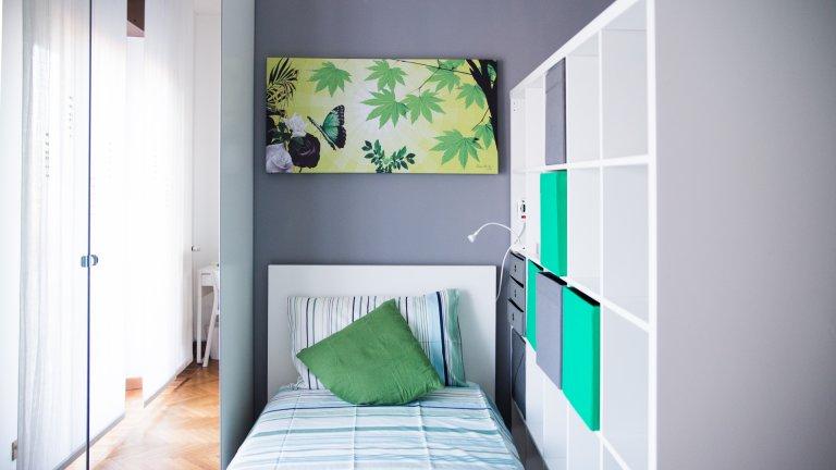 Mehrbettzimmer in 2-Zimmer-Wohnung in Zara, Mailand