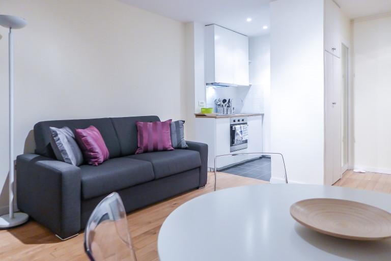 Apartamento de 1 quarto com varanda para alugar em Paris 9