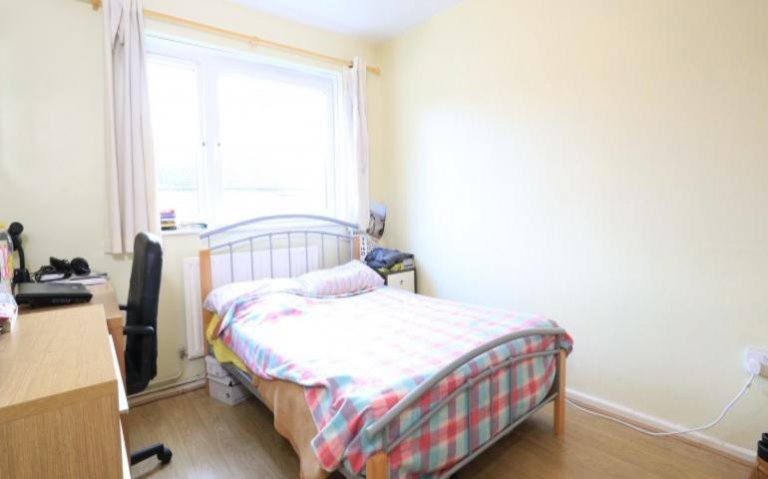Double Bed in Rooms to rent in modern 4-bedroom apartment in Tower Hamlets