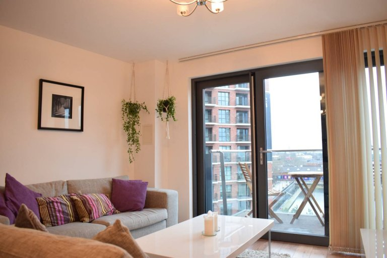 2-bedroom flat to rent in Isle of Dogs, London