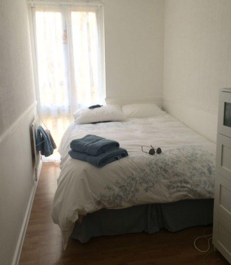Quaint room in flat in Kensington, London