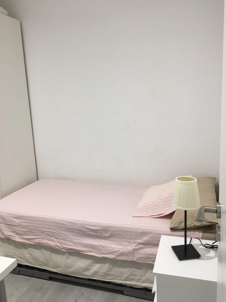 Horta-Guinardó'da paylaşılan apartmandaki rahat oda, Barselona