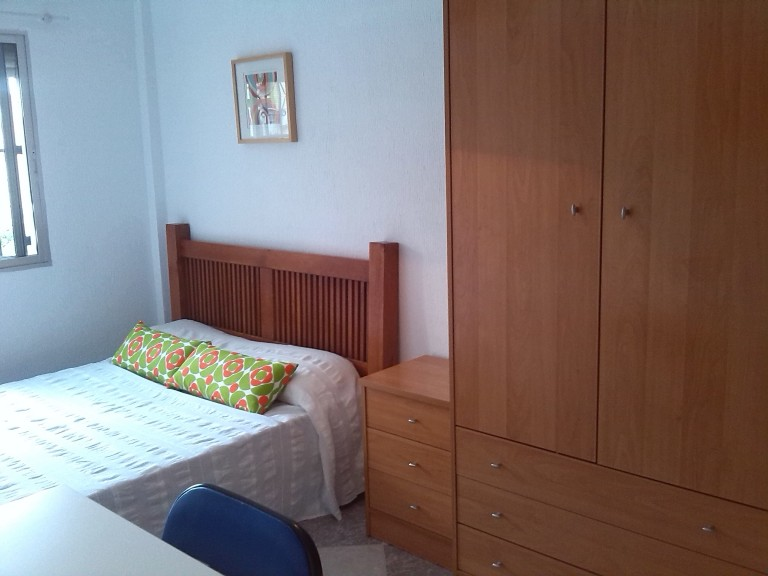 Double Bed in Comfy rooms in a spacious three bedroom apartment in La Macarena