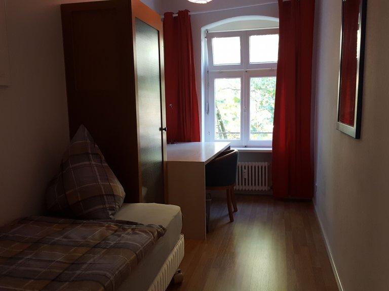 Pokoje do wynajęcia w apartamencie z 4 sypialniami, Friedrichshan