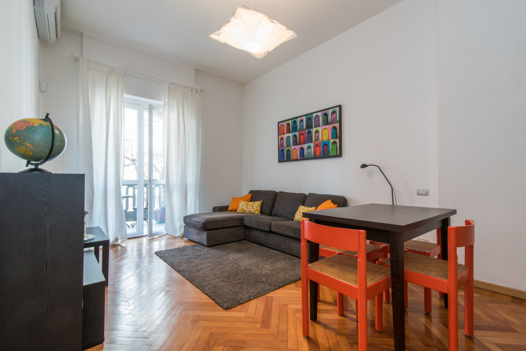 Cheerful 2-bedroom apartment for rent in Maggiolina, Milan