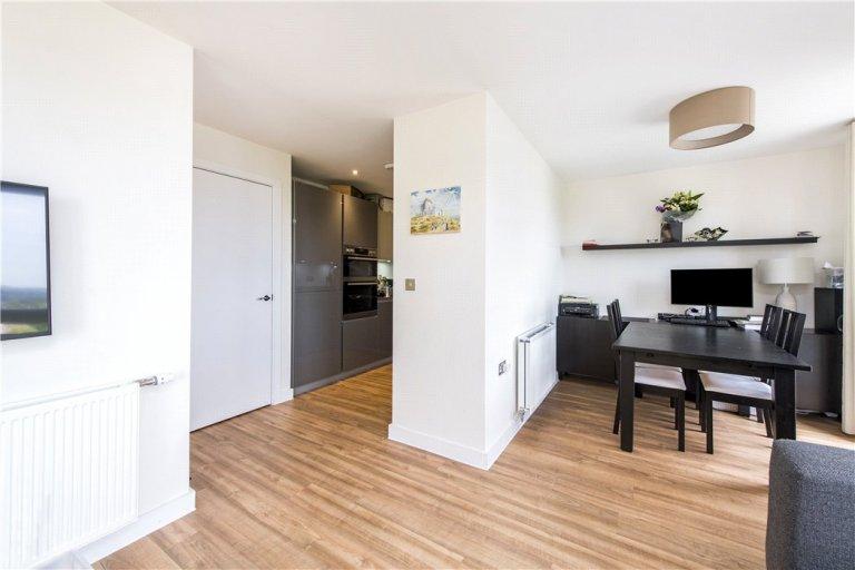 Ogromne 2-pokojowe mieszkanie do wynajęcia w Childs Hill w Londynie.