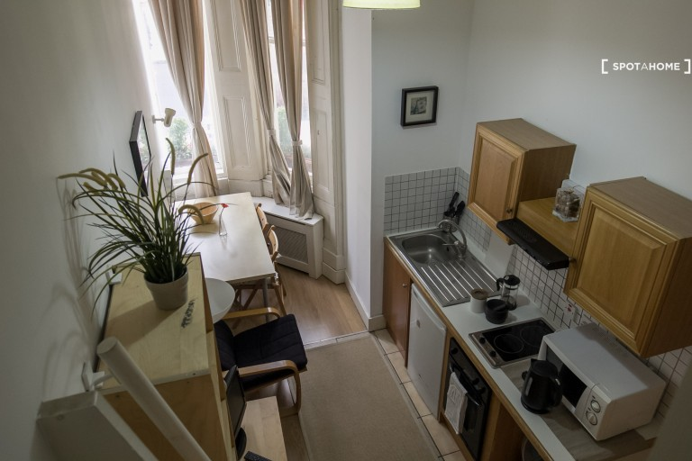 Bright studio to rent in Kensington and Chelsea, London