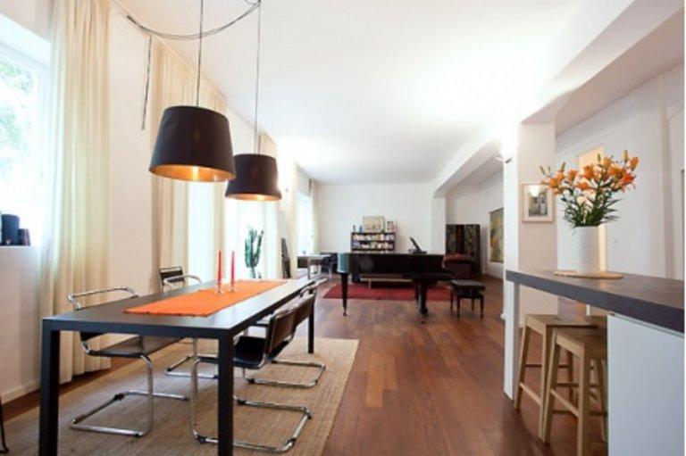 Friedrichshain, Berlin'de kiralık 2 yatak odalı daire
