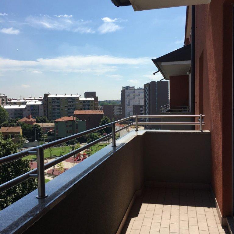 Pokój we wspólnym mieszkaniu w Mediolanie