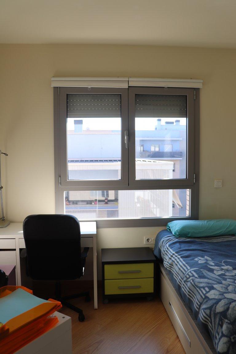 Pokój we wspólnym mieszkaniu w Badalona