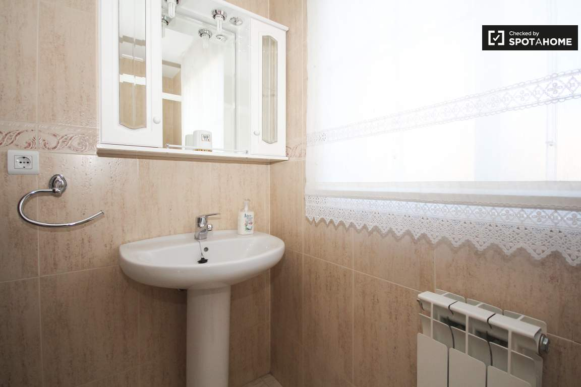 room 9_bathroom
