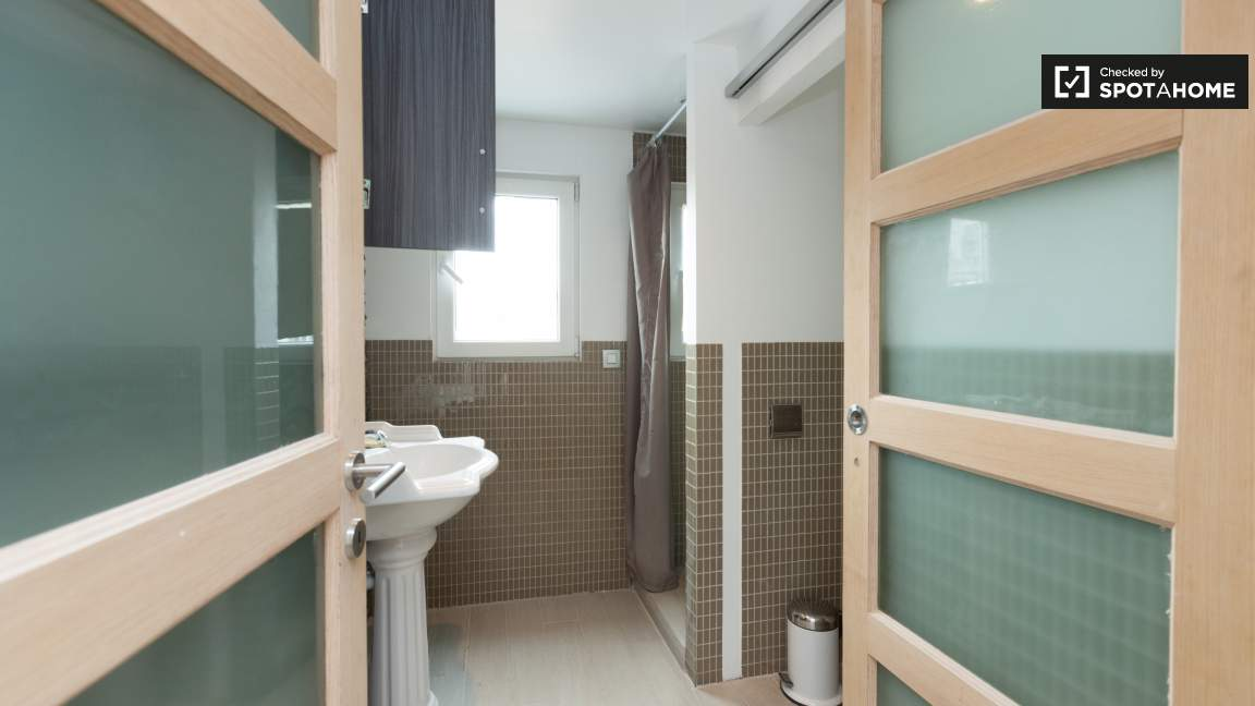 Bathroom for room 4