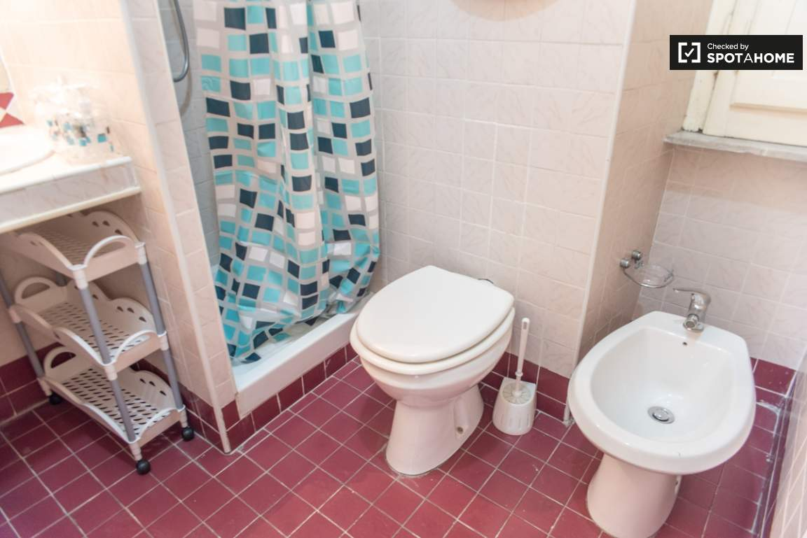 Bathroom shared by bedroom 1 and 2